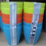 100円ショップダイソーのカラフルな6つ入りのコップは小さな子供が使うには最適!